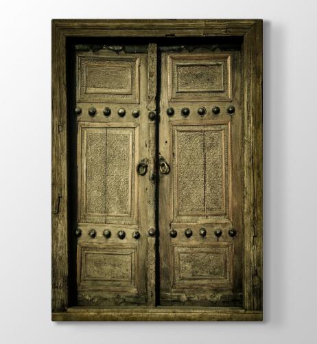 Meraklısı için zamana direnen eski kapılar