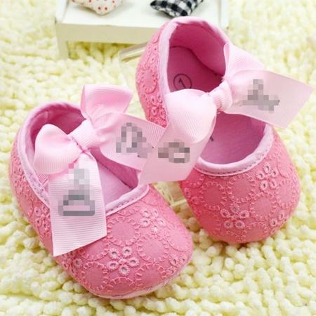 Pembe renkli kız bebek ayakkabıları, miniş miniş