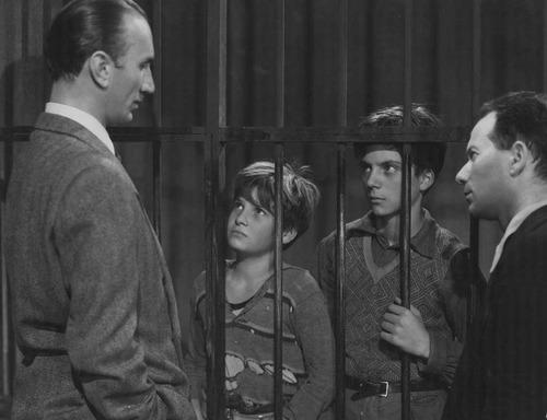 Shoeshine (1946) kaldırım çocukları filmini altyazılı olarak izleyebilirsiniz.